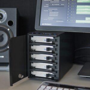 Oyen Mobius 5C in studio with disks